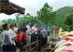 Quảng Bình: Hàng vạn người đội mưa đến viếng mộ Đại tướng dịp Tết Độc lập