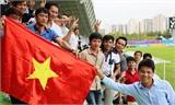 Nán lại sân dọn rác, cổ động viên Việt Nam gây ấn tượng đẹp tại Asiad 17