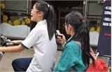 Cẩn thận khi cho con trẻ dùng điện thoại