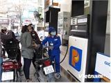 Giá xăng Ron 92 giảm 1.140 đồng mỗi lít kể từ 11 giờ trưa 22-11