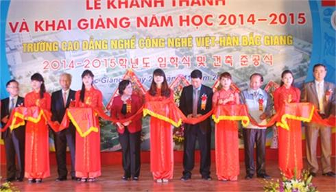 Trường Cao đẳng nghề Công nghệ Việt - Hàn  khai giảng năm học mới