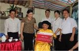 Trao tặng nhà tình nghĩa cho Mẹ Việt Nam Anh hùng