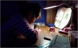 Cấm giao bài tập về nhà: Học sinh vẫn phải học đến khuya