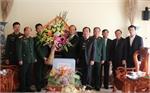Phó Bí thư Thường trực Tỉnh uỷ Thân Văn Khoa thăm, tặng quà các đơn vị quân đội