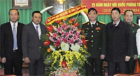Các đồng chí lãnh đạo tỉnh Bắc Giang thăm, chúc mừng đơn vị quân đội