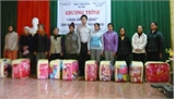 Huyện đoàn Việt Yên: Tặng chăn ấm cho người nghèo