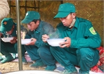 Lâm Đồng: 'Ăn đứng, ngủ ngồi' dồn sức giải cứu 12 công nhân mắc kẹt
