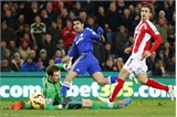 Đá bại Stoke, Chelsea lại hơn Man City 3 điểm