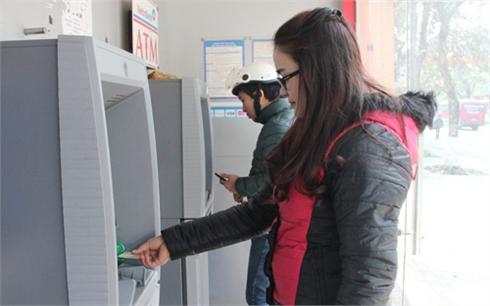 Phạt ngân hàng để ATM hết tiền: Thúc đẩy nâng cao chất lượng dịch vụ