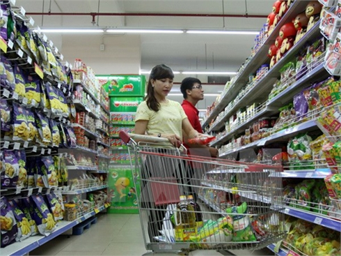 Xăng giảm liên tiếp, người dân 'ngóng đợi' giá tiêu dùng giảm