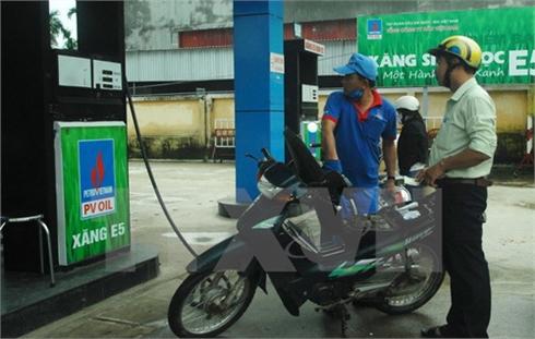 Giá xăng E5 sẽ thấp hơn xăng RON 92 từ 300 đến 500 đồng một lít