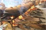 Dân làng Vũ Đại thức trắng đêm làm cá kho bán Tết