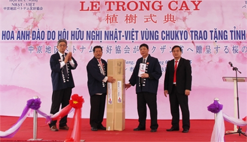Bắc Giang: Tổ chức Lễ trồng cây hoa anh đào tại Quảng trường 3-2