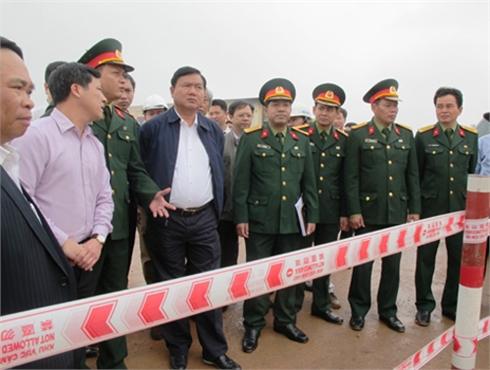 Bộ trưởng  Đinh La Thăng kiểm tra tiến độ thi công quốc lộ 1