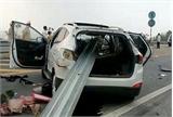 Ôtô đâm xuyên lan can cao tốc do tài xế đi sai làn