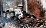 Cháy nhà lúc rạng sáng, 4 người phi thân từ tầng 2 xuống thoát chết