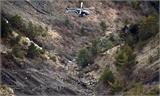 Cứu hộ Pháp gồng mình tìm thi thể nạn nhân vụ tai nạn máy bay trên núi cao
