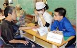 Khám bệnh cho trẻ mồ côi, nhiễm HIV