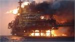 Mexico: Giàn khoan dầu phát nổ, công nhân hoảng loạn lao xuống biển