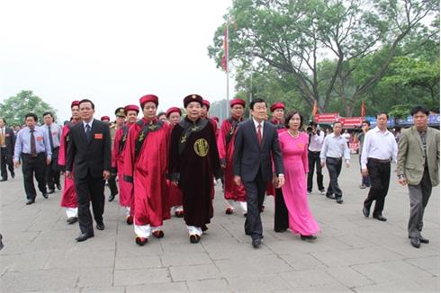 Cả dân tộc thành kính tưởng niệm các Vua Hùng