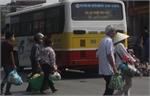 Hết nghỉ lễ lại nườm nượp 'gồng gánh' về Hà Nội