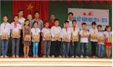 Nhãn hàng nước trái cây Pushmax tặng thiếu nhi Bắc Giang 1.000 suất quà