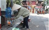 Mát lòng bình trà đá, nước uống miễn phí trên đường phố Hà Nội