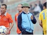 """""""Ông bầu mũ cối"""" bất ngờ rút khỏi V-League"""
