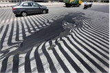 Ấn Độ: Nắng nóng làm chảy nhựa đường ở thủ đô New Delhi