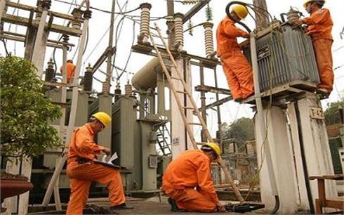 Trước 31-7, hoàn thành việc tiếp nhận  lưới điện từ 14 HTX