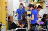 Tiệm tóc thời trang phố