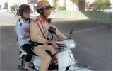 Gặp nạn trên đường, nữ sinh được CSGT đưa đi thi