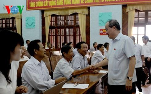 Ông Nguyễn Thiện Nhân tiếp xúc cử tri tại Bắc Giang