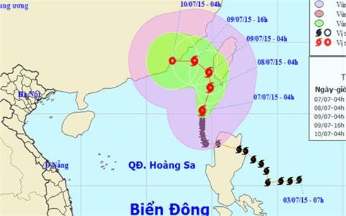 Bão số 2 mạnh cấp 9 'quần thảo' biển Đông