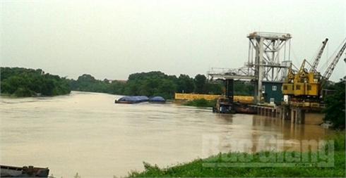 Bắc Giang: Phát lệnh báo động số I trên sông Thương