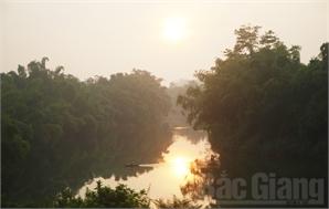 Bình minh trên sông