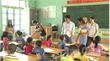 Trao tặng máy vi tính, đồ dùng học tập trị giá gần 40 triệu đồng cho trường Tiểu học Biển Động