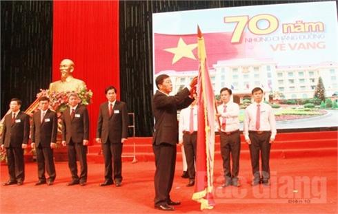 Văn phòng UBND tỉnh; Sở Nội vụ; Sở Tư pháp kỷ niệm 70 năm Ngày truyền thống