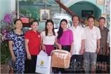 Tặng quà gia đình thân nhân chiến sỹ đang làm nhiệm vụ tại quần đảo Trường Sa
