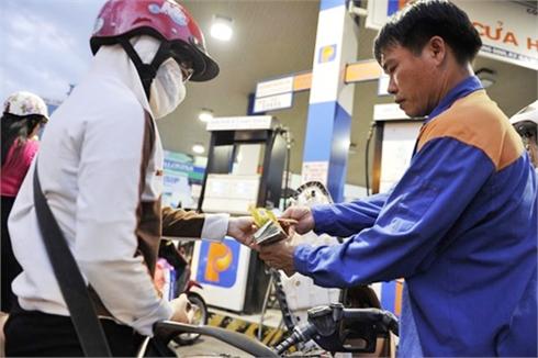 Từ 15 giờ ngày 3-9: Giá xăng giảm gần 1.200 đồng/lít