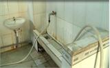 Nhiều học sinh nhịn đi vệ sinh ở trường vì… quá bẩn!