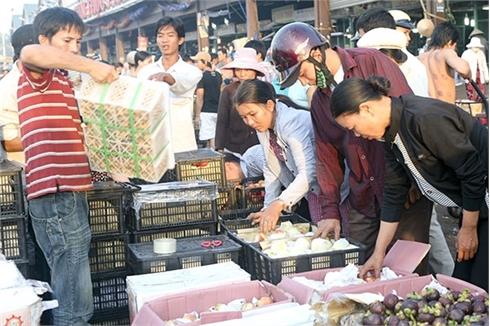 Trái cây Trung Quốc ồ ạt vào Việt Nam: Lo nhiễm độc