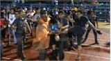 CLB Thái Lan để cổ động viên đánh trọng tài bị cấm ba năm