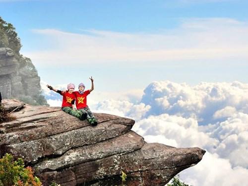 Nghỉ Tết Dương lịch: Du lịch leo núi, săn mây