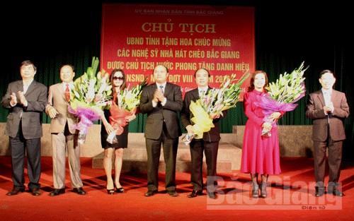 Chủ tịch UBND tỉnh Nguyễn Văn Linh,  chúc mừng, NSND, NSƯT, phong tặng, danh hiệu