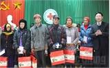 Phó Chủ tịch UBND tỉnh Bắc Giang Lê Ánh Dương thăm, tặng quà hộ nghèo xã Kiên Lao