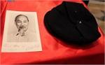 Đón nhận kỷ vật của Chủ tịch Hồ Chí Minh từ một người bạn Pháp