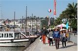 Hơn 5 nghìn lượt du khách tham quan Vịnh Hạ Long trong ngày mùng 1 Tết