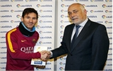 Messi lần đầu nhận giải Cầu thủ xuất sắc nhất tháng ở La Liga