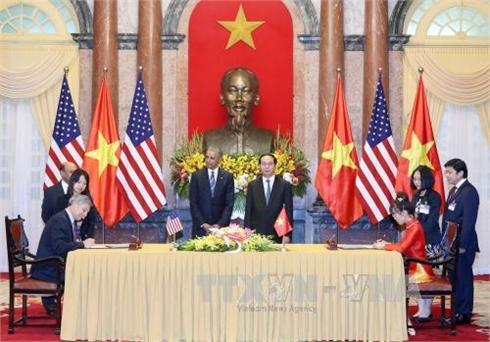 Mỹ bỏ lệnh cấm bán vũ khí cho Việt Nam là một 'sự kiện lịch sử'